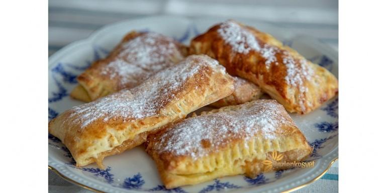 Jablkové taštičky à la McDonald´s z domáceho kysnutého lístkového cesta a croisanty