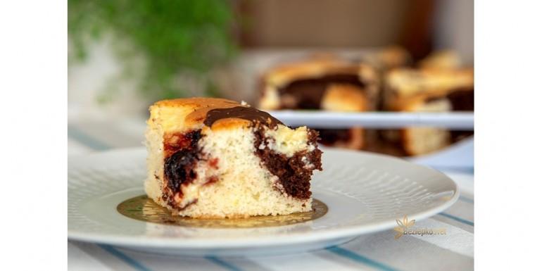Tvarohový hrnčekový koláč so slivkovým lekvárom